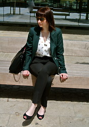 Maja R. - Zara Bag, Green Blazer, H&M Blouse, C&A Pants - It's not what it seems