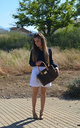 Nerea García - Pepe Jeans Shirt, Vintage Shorts, Blanco Boots, Louis Vuitton Purse - Shorts XXL!!