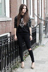 Mirte Van der weij - Asos Spikes Leather Jacket, Diy Jeans, Comegetfashion Tiger Face Shirt, Moda In Pelle Leopard Heels - BLACK LEO