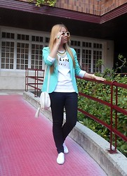 Patricia Jiménez - Lefties Blazer, H&M Pants, Primark Bag - Fresh green