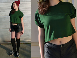 Imme Geelen - River Island Croptop, River Island Leatherlook Shorts, American Apparel Beanie, Etnies Skater Shoes, H&M Overknees - No death can touch the crooked young