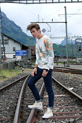 Dominik S. - Zara Sweater, Thomas Sabo Watch, Converse Shoes - Flowers & rails