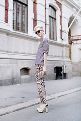 Teemu Bling - Second Hand Marine Striped Shirt, H&M Trousers, Vintage Snake Clutch, Alexander Wang Shoes - Stripe a Pose!