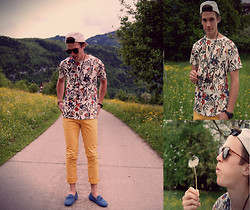 Dominik S. - Zara Shirt, 360° Cap - Flowers everywhere