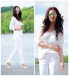 Veronica P - Sweater, Jeans, Sandals - White heat