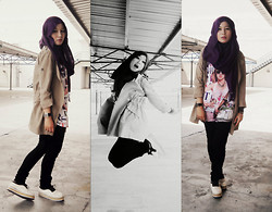 Fha Azmi - Guess? Black Jeans, Long Top, Beige Long Jacket, Purple Pashmina, Sneakers - Hard to tell.