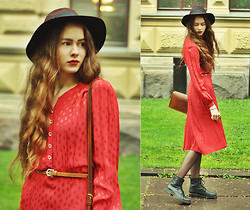 Elina I - Lindex Fedora Hat, Forever 21 Belt, Blitz London 1940's Vintage Dress, Primark Bag, Vagabond Combat Boots - The Passenger