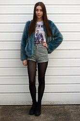 Chelsea Jade - Asos Coat, Noah And The Whale Tee, Motel Shorts, Asos Shoes - Blue Fur and a Daisy Print