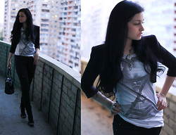 Vitaliya Nadezhdina - Pull & Bear Tee, Mango Jeans, Zara Black Cropped Suit - Back on my front