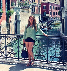 Helen Fiala - Tommy Hilfiger Sandals, United Colors Of Benetton Blouse, H&M Shorts - VENEZIA, amore mio!