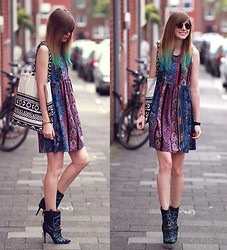 Jana Wind - Asos Dress, Buffalo Boots - Mixing patterns