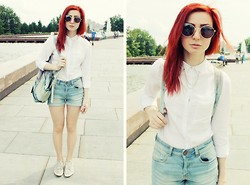 Polina Andreeva - Bershks Blouse, Bershka Shorts, New Look Boots, Pull & Bear Bag - 25|05