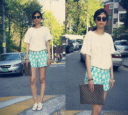 Ashely Song - H&M Tee, Machambre Pants, Lane.910 Cutout Shoes - Got new pants