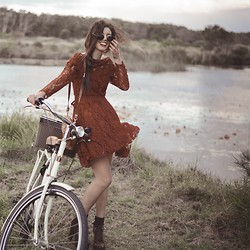 Elle-May Leckenby - Vintage Inspired Lace Dress, Zerouv Shades - We should go on a picnic