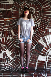 Solene Millon - Levi's® Vintage, New Look Neon, Illustrated People Tshirt - The wall.