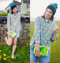 Ciara O doherty - Ebay Shirt, Ebay Hat, Primark Clutch, Levi's® Shorts - Eat my shorts!