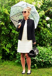 Maren Anita - S.T.Dupont Bag, Hugo Boss Ballerinas, Windsor Jacket, Hallhuber Dress, Marc Cain Umbrella - Audrey Hepburn