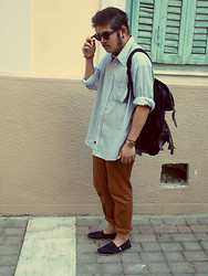 Simon Pap - Ambercrombie Shirt, H&M Bag, Zara Trousers, Toms Shoes, Ray Ban Sunglasses - The Traveller