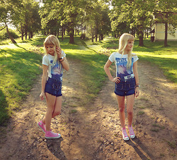 Charmeuse - House Printed T Shirt, No Name Diy Shorts, Converse Pink Sneakers - Slow down child, let me untie your lace