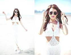 Rachel Lynch - Nasty Gal Lennon Shades, Nasty Gal White Flower Child Dress, Crystal Cactus Unicorn Amethyst Teardrop Gold Necklace, Bcbg Gold Fierce Braclet - Running through desert