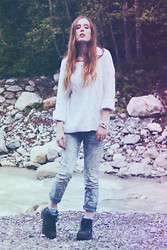 Sarah H - H&M Cable Knit Jumper, Free People Worn Floral Jeans - Worn Floral Jeans