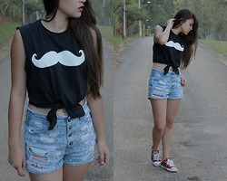 Débora Rabelo - Diy, Jeans Detonated Diy, All Star - White mustache