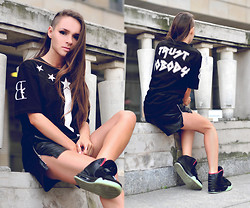Paula Suchowera - Room 23 Stars Over Paris Shirt, Vintage Leather Zip Shorts, Nike Air Yeezy Black Solar Red Sneakers - Trust Nobody  / Lil Wayne A Milli (Carlos Serrano Mix)