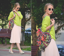 Anna Midday - Romwe Jumper, Asos Backpack - One day without heels