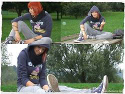 Ramona La Racchia - Converse Sneakers, Dropped Crotch Trouser, Sweatshirt Disney - Gloomy day at the park...
