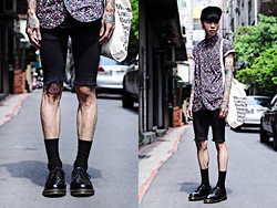 IVAN Chang - Tastemaker 達新美 Skinny, Uniqlo Sock, Dr. Martens Shoes, Tastemaker 達新美 Flower Shirt, American Apparel Bag - 060613 TODAY STYLE