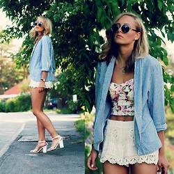 Petra Karlsson - Bandeau, H&M Shorts, Åhlens Blazer, Shoes, Glasses - Stripes