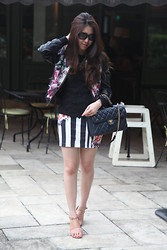Yovani Turner - Chanel Dark Blue, Zara Stripe Skirt, Gucci Sunnies, Prints Leather Jacket - Don't look back!
