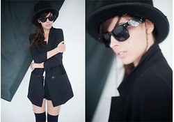 Nicol Rozwadowska - Black Hat, River Island Black Jacket, H&M Black Socks, Sunglasses - Black on my mind