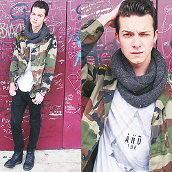 Valentin Bsn - Thrift Shop Army Jacket, Scarf From Barcelona, H&M The Rise And The Fall, H&M Black Pant, Dr. Martens Dr - Army, army !