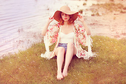 Wioletta Mary Kate - Romwe Top, Lady Marshmallow Cardigan, Sheinside Shorts - Dream as if you'll live forever