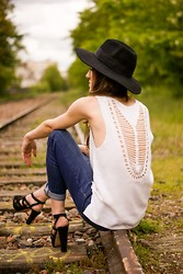 Elle F - Asos Crochet Top, Gap Boyfriend Jean, Zara Shoes - Crochet is the way...