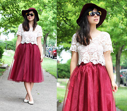 Angie C - Eshakti Oxblood Burgundy Tulle Midi Skirt, Forever 21 White Crochet Lace Top, Kristin Perry Gold Rose Cat Eye Sunglasses - She was Carrie Bradshaw in the 1950s and fell for Mad Men
