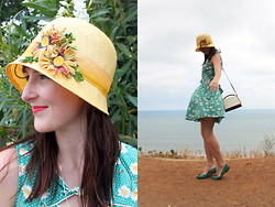 Jamie Shields - Vintage Cloche, Smashbox Lipstick, Roche Leather Purse, Dolce Vita Shoes, Trollied Dolly Dress - Hazy Daisy