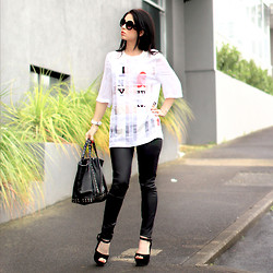 Kelly Nicole - 3.1 Phillip Lim I Love Ny Tee, Junkfood Waxed Skinny Jean, Vanessa Bruno Tote Leather Black, Aliexpress Sunglasses - L.NZ.V.E - I also Love NY!