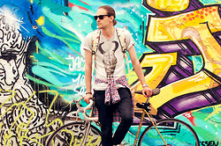 Ben W. - Seleceted Shirt, Cheap Monday Jeans, Ray Ban Sunglasses - City Biker