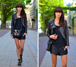 Lucy De B. - Leather Everything - Summer leather