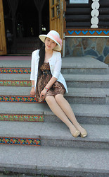 Jessie Yin - Hat, Zara Leopard Dress, Bracelet, Flats - A trip to Volga Manor