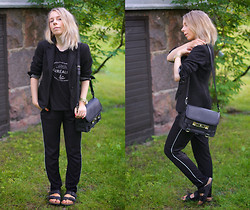 Maria Morri - Zara College Blazer, Mtwtfss Top, Zara Slouchy Pants, Proenza Schouler Shoulder Bag Ps11, Birkenstock Sandals, Michael Kors Watch - La Révolution Surréaliste