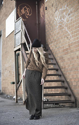 Nicole Alyse - Vintage Plaid Skirt, Converse Black Chucks, Fuzzy Sweater - In grunge we trust.