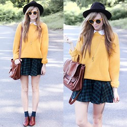 Steffy Degreff - Tea And Tulips Vintage Sweater - Lazy days, mustard haze.