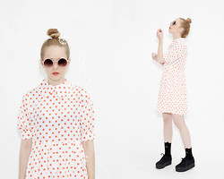 THE WHITEPEPPER - The Whitepepper Vintage Style Round Sunglasses Pink, The Whitepepper Polka Dot Big Collar Dress Coral, The Whitepepper Wedge Trainer Black - Perfect dress for unique Summer styling!