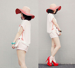 Shan Shan - Gap Hat, Gap Short, Kbf Top - From white to red