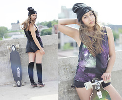 Alicia Raffin - Sinstar Clothing Nebula Graphic Tank, P&Co Black Beanie, Versace Diy Cut Offs - Rooftops.