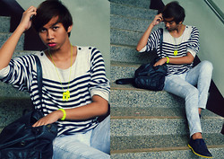 Dyosa Urquia - Bargain Boutique Stripe Sweatshirt, Acid Wash Jeans, Bench Shoes - Stop STAIRING at me.