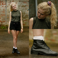 Louise O. - Second Hand Top, Lewi's Shorts, Monki Boots, Wasteland Scrunchie - Renaissance Girl